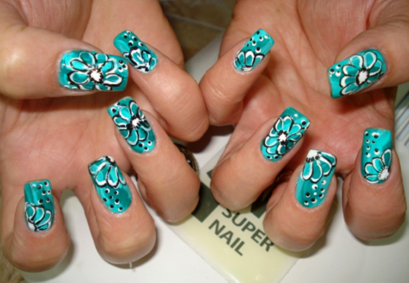 Рисунок на ногтях акриловыми красками