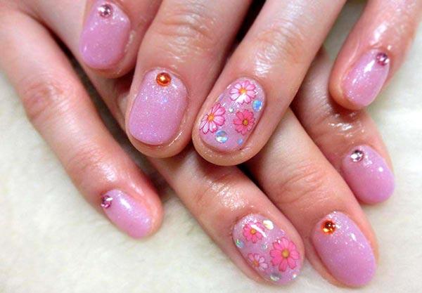 розовые ногти цветы