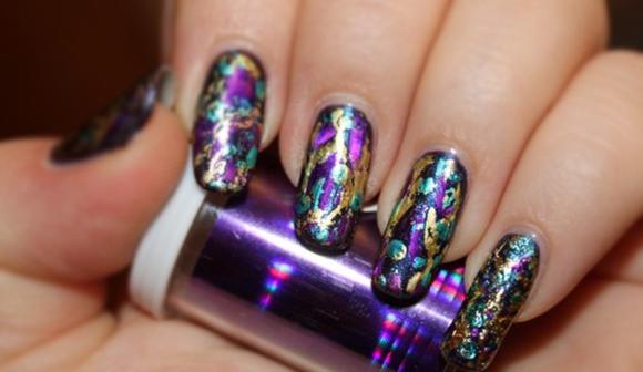 красивый дизайн с фольгой для ногтей