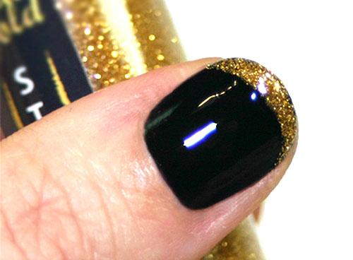 френч, черный лак и золотой кончик ногтя
