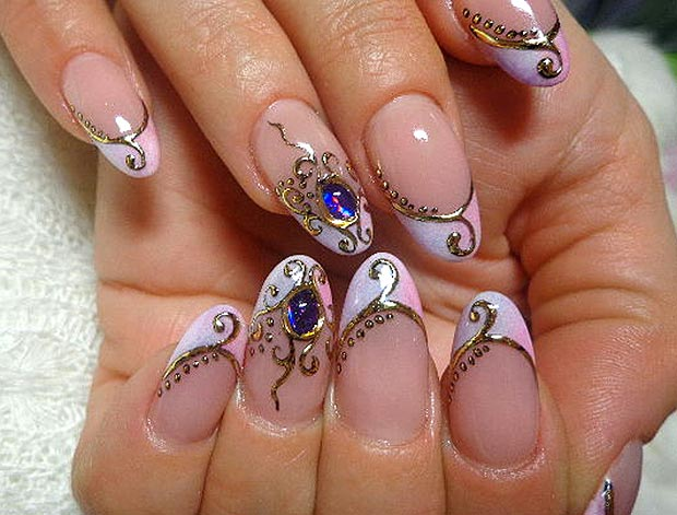 красивое литье с жидкими камнями на ногтях