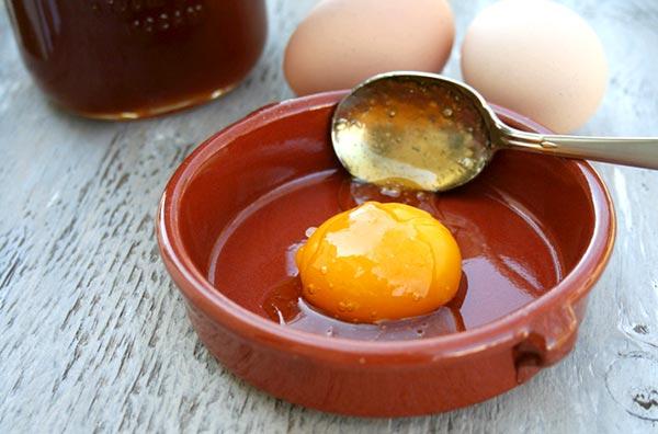 рецепты масок для волос с медом и яйцом