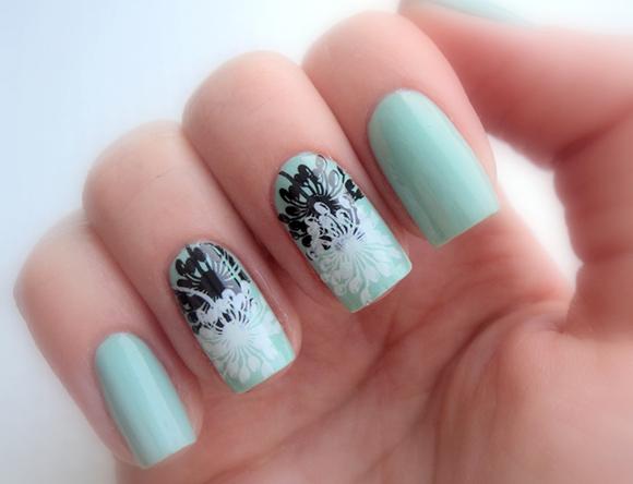 стемпинг одуванчики на ногтях