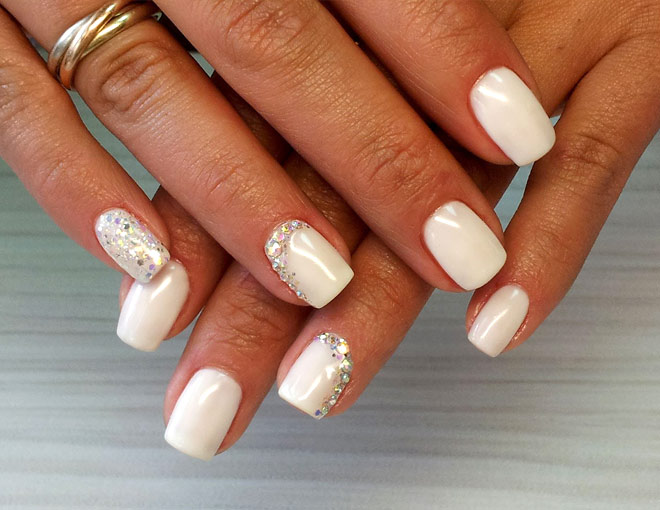 Дизайн ногтей со стразами на короткие ногти фото