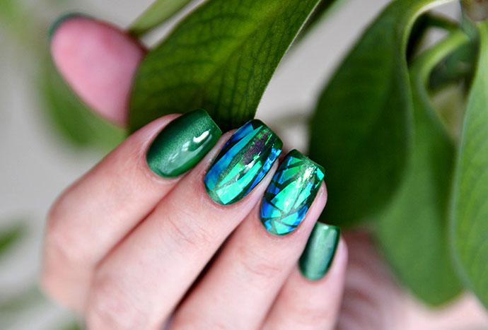 Дизайн ногтей Битое стекло, зеленый лак